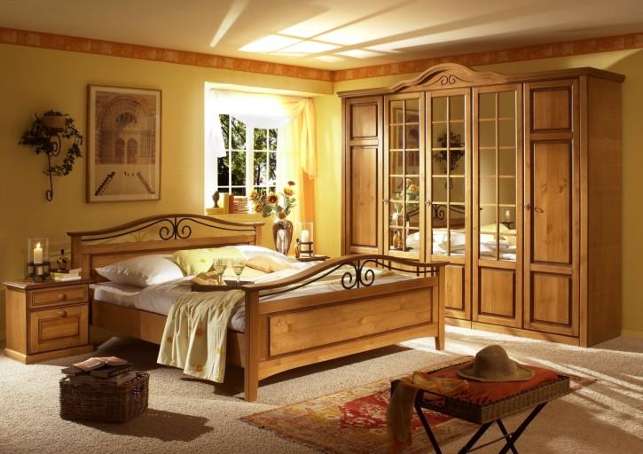Schlafzimmer Sandra Landhausstil old style Honig Pinie teilmassi