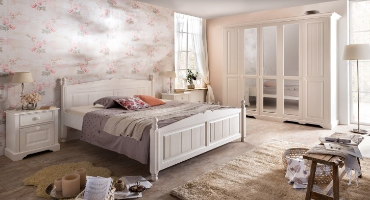 Schlafzimmer Pina im Landhausstil in weiss Pinie teilmassiv gebü
