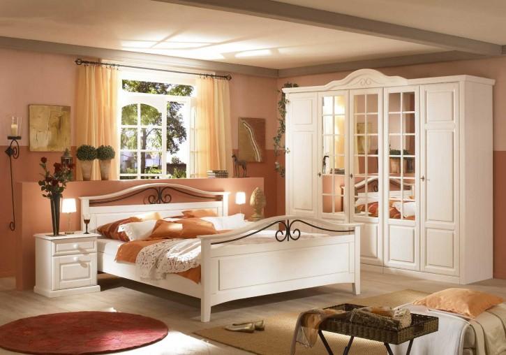 Schlafzimmer Sandra im Landhausstil in weiss Pinie teilmassiv