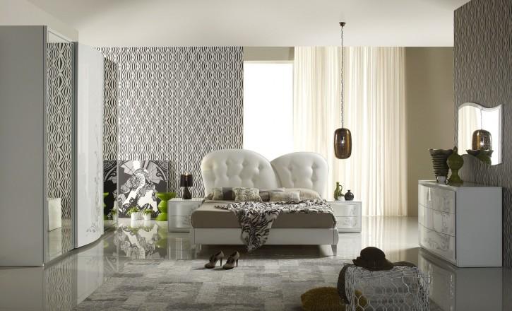 Schlafzimmer Harmony Hira modern weiss creme mit Polster glänzen