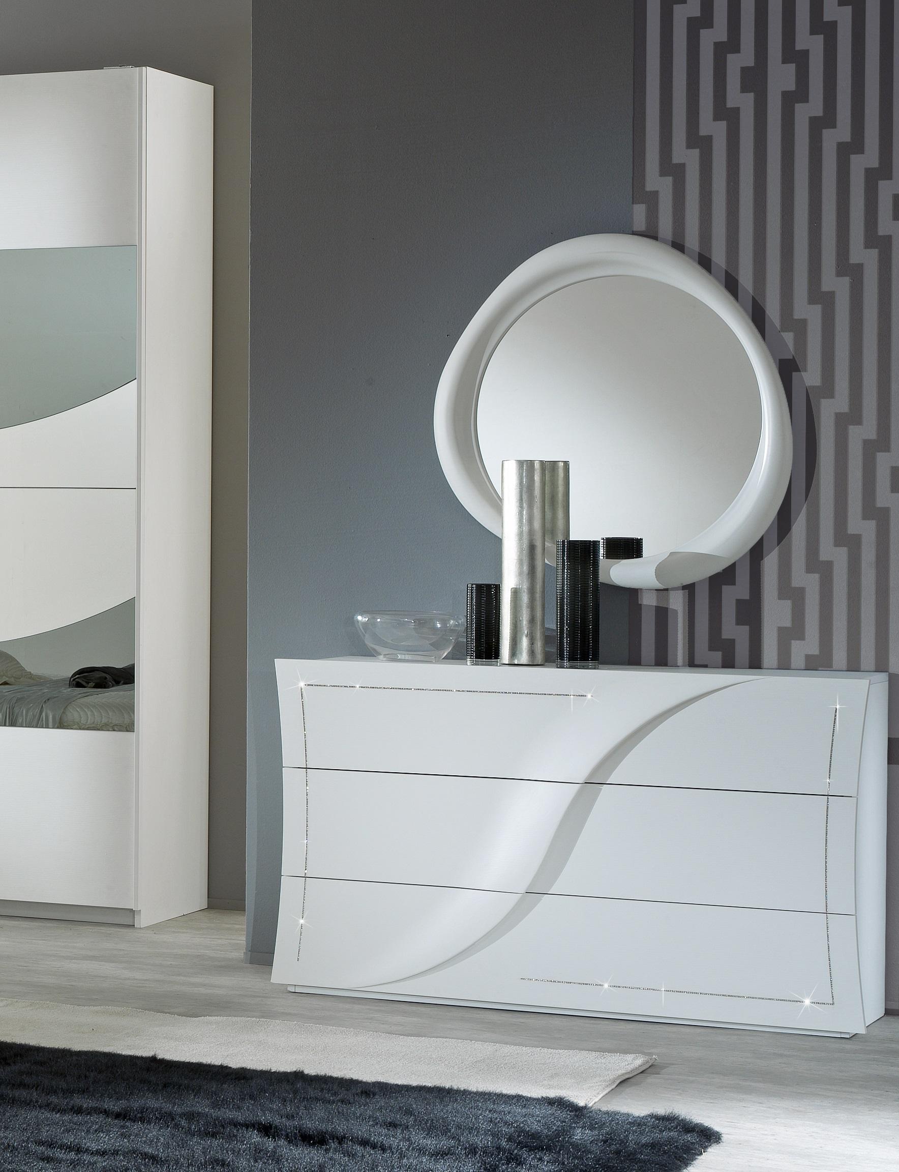 Moderne Kommode mit Spiegel