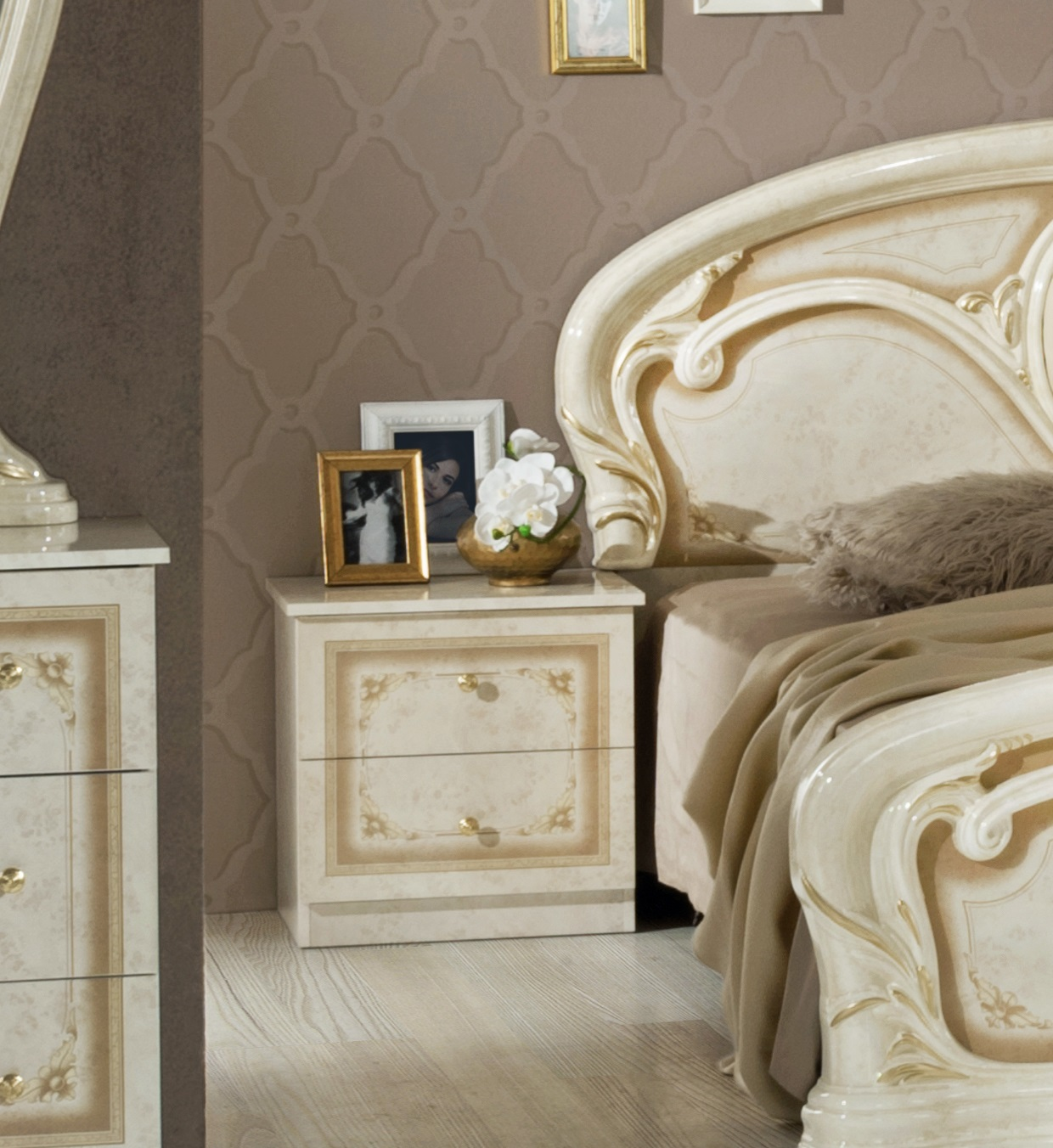 barock schlafzimmer klassisches schlafzimmer. Black Bedroom Furniture Sets. Home Design Ideas